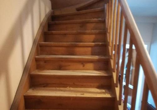 Barvanje lesenega stopnišča, Slikopleskarstvo Matjaž Gogala s.p.